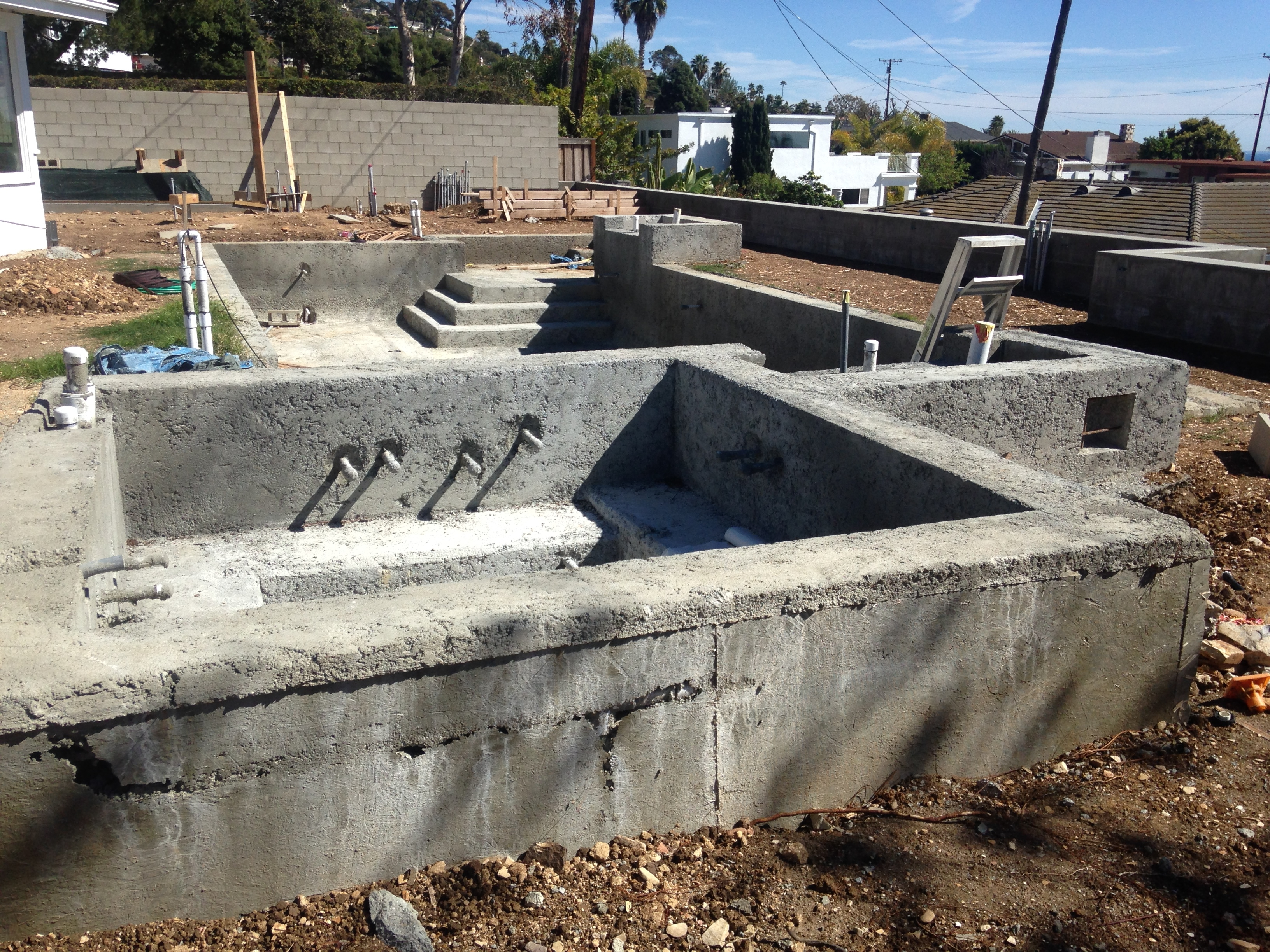 South bay pool design construction company modern for Pool building companies